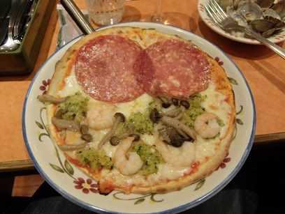 顔みたいなピザ