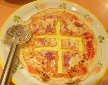 ピザの中字切り