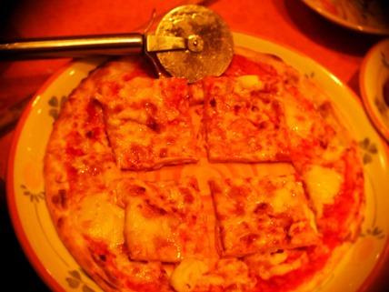 ピザの田の字切り