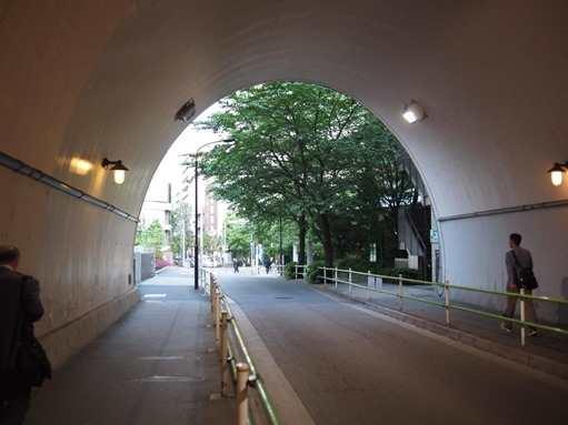 新橋のトンネル
