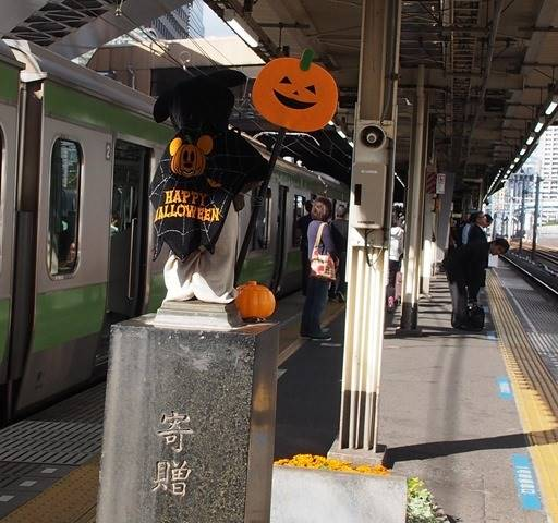 浜松町駅のハロウィン小便小僧