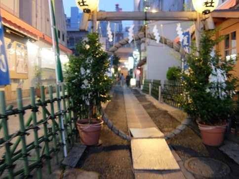 萱の輪。烏森神社新橋