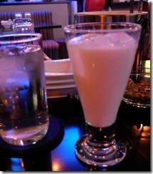 ピンクの飲料