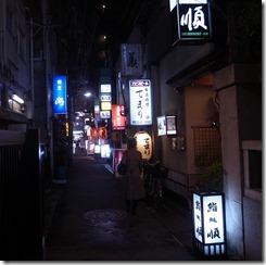 神社横の通り