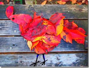 落ち葉の鶏